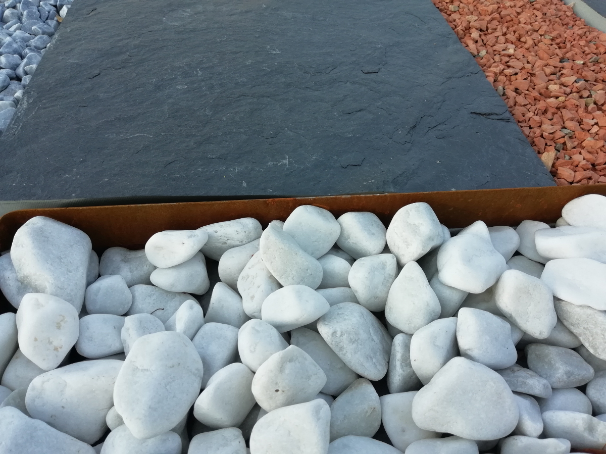 Massif Galet Blanc Et Ardoise par terre galets blancs - chatel'granulats